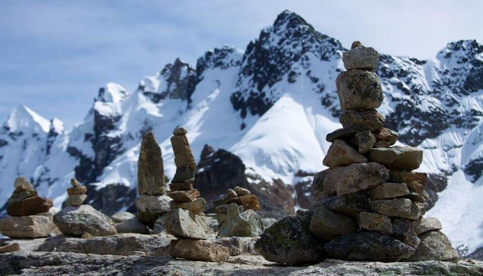 salkantay-pass-cairns