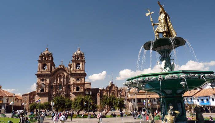Plaza_de_Armas_Cusco_Peru